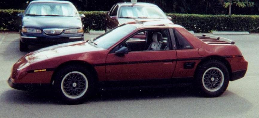 1984 Pontiac Fiero Se. 1987 Pontiac Fiero SE / V6